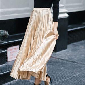 Calvin Klein 100% Silk Lightly Pleated Skirt